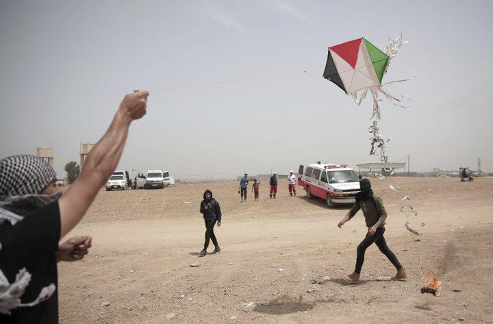 الاحتلال يستهدف مطلقي الطائرات الورقية شمال القطاع