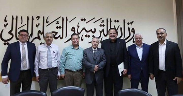كلية الطب الحكومية وبوليتكنك فلسطين يقران الشراكة