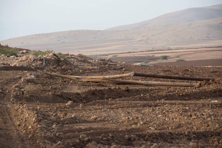 جرافات الاحتلال تدمِّر خطوط المياه في الرأس الأحمر