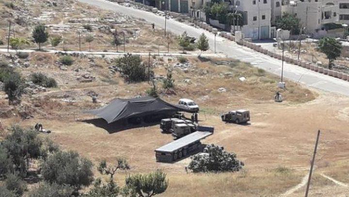 الخليل: الاحتلال ينصب خيمة في واد الحصين
