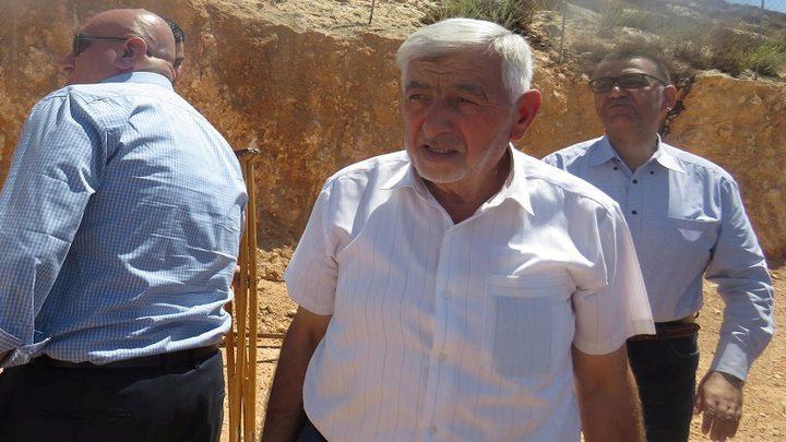 وزير الزراعة يتفقد منطقة مهددة بالاستيلاء في يطا