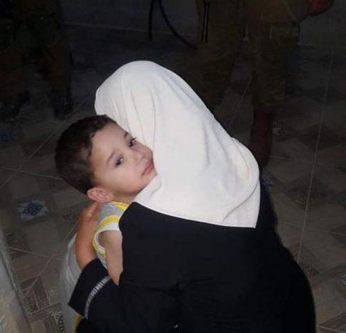 الاحتلال يمدد اعتقال الأسيرتين خاطر وأبو سنينة
