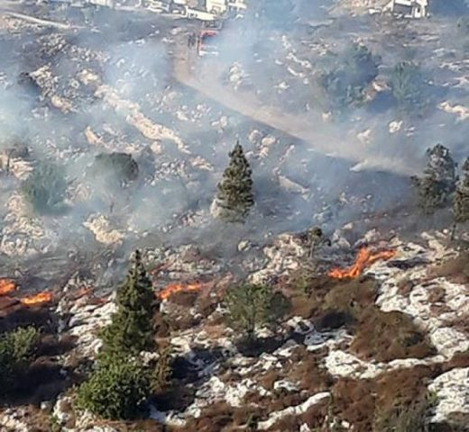 حريق قرب قرية الرينة في الجليل