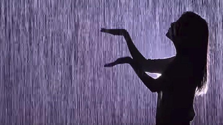 """""""غرفة المطر""""... إستمتع بالأمطار دون التبلل"""