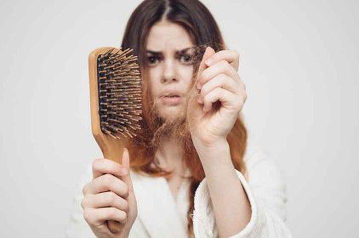 لماذا يتساقط شعر المرأة بعد الولادة ؟