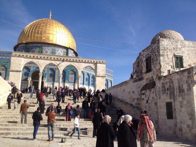 المقدسيون ينتصرون على الاحتلال في الأقصى