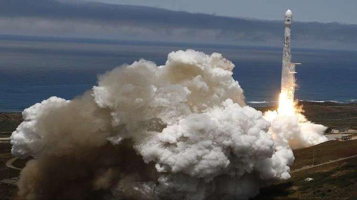 """إطلاق """"فالكون-9"""" وعلى متنه 10 أقمار اصطناعية"""