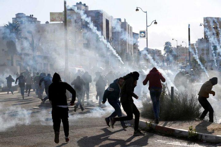 اختناقات بمواجهات مع الاحتلال وسط الخليل