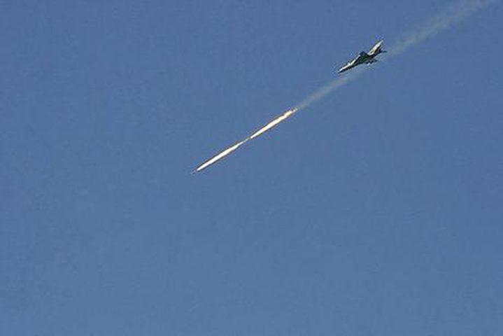 الاحتلال يستهدف مجموعة من المواطنين شرق غزة بصاروخ