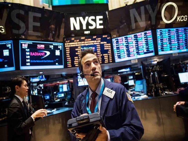 خسائر التكنولوجيا تهوي بالأسهم الأمريكية