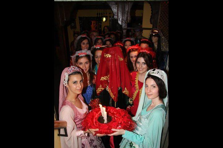 تركيا...مصوّر يضرب العريس والسبب!