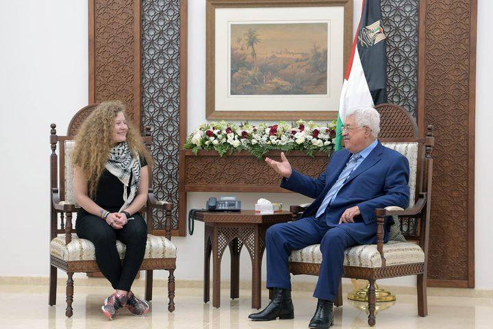 الرئيس عباس يستقبل الفتاة التميمي في مقره