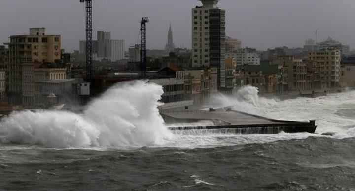 عاصفة استوائية تضرب اليابان مصحوبة بأمطار غزيرة