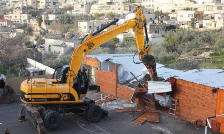 الاحتلال يهدم بركسا في مسافر يطا