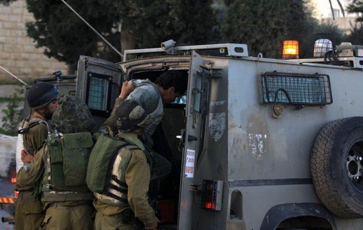 الاحتلال يعتقل شابا من اليامون على حاجز زعترة