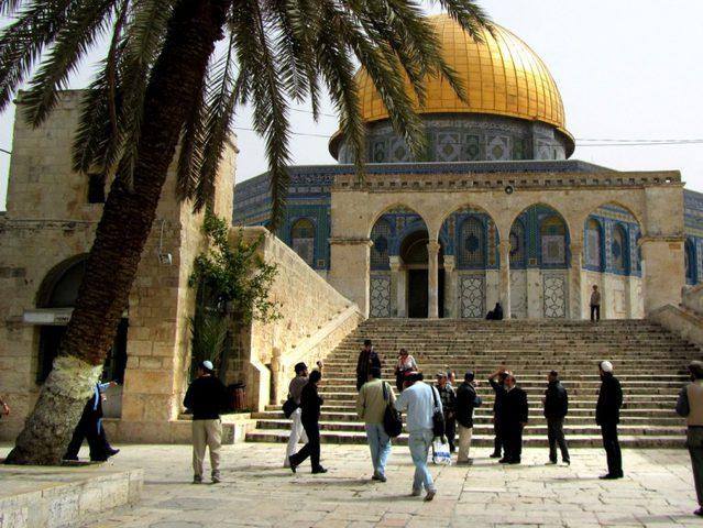 الاحتلال يعتقل مصلياً داخل المسجد الأقصى