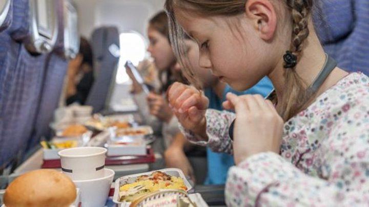 حقائق قد تصدمك عن الطعام في الطائرة!