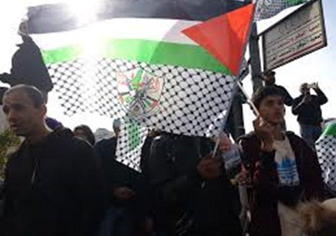رام الله: اعتصام رفضا لسرقة مخصصات الشهداء والأسرى