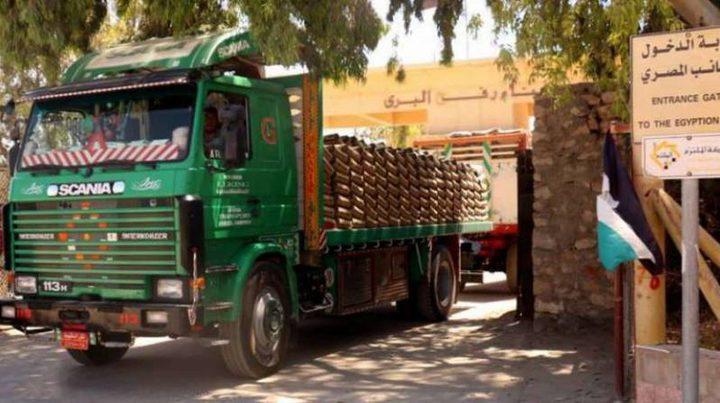 دخول 45 شاحنة محملة بالبضائع والوقود المصري لغزة