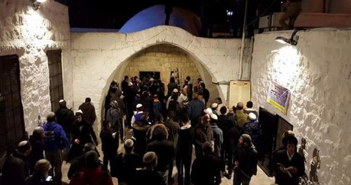 اصابة مواطن برصاص الاحتلال وآخرين بالاختناق