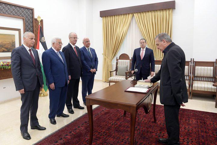 أبو ردينة يؤدي اليمين أمام الرئيس