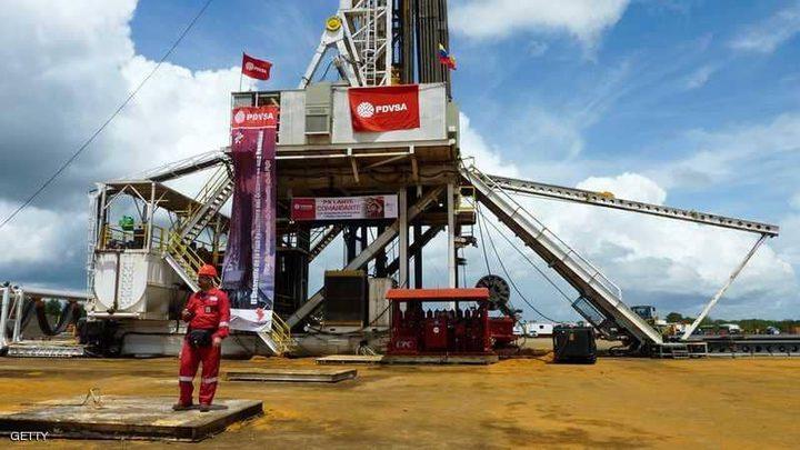 النفط يصعد بدعم توقعات بانخفاض المخزونات