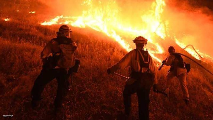 كاليفورنيا تستنجد لإطفاء حرائقها
