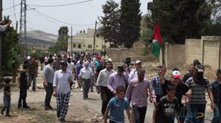 العشرات يشاركون في مسيرة قرية نعلين الأسبوعية
