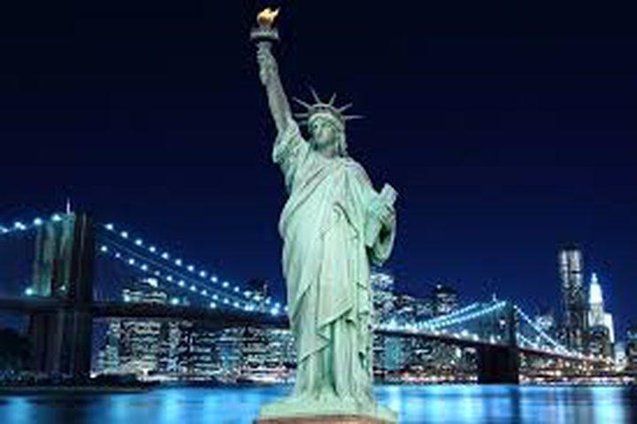 متسلقة تمثال الحرية توجه لميلانيا ترامب