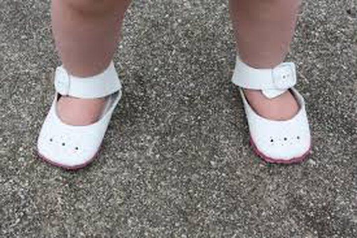 ما هي فائدة تنقل الأطفال دون إرتداء الأحذية ؟