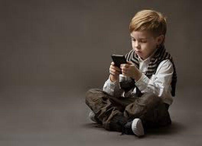 متى تشتري هاتفا لأطفالك؟