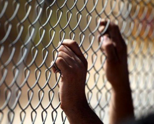 3 أسرى يدخلون أعوامًا جديدة في سجون الاحتلال