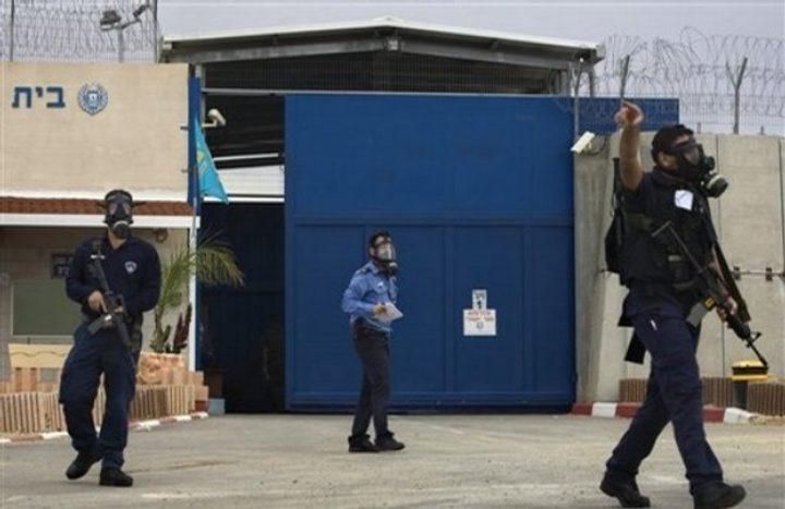"""وقفة تضامنية مع الصحفيين الأسرى أمام سجن """"عوفر"""""""