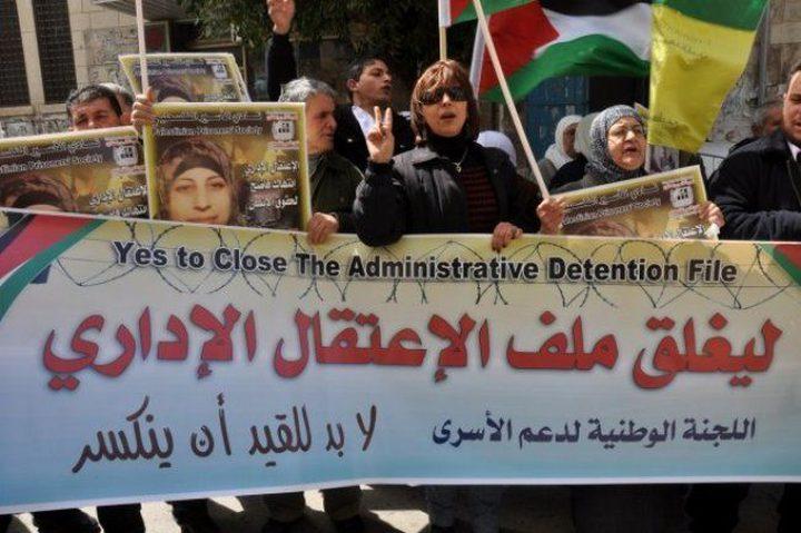 4 أسرى يواصلون الإضراب داخل سجون الاحتلال