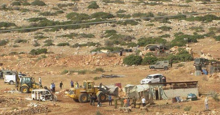 الاحتلال يجبر 4 عائلات شرق طوباس على اخلاء مساكنهم