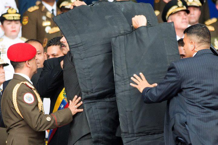 رئيس فنزويلا يتهم كولومبيا بمحاولة اغتياله