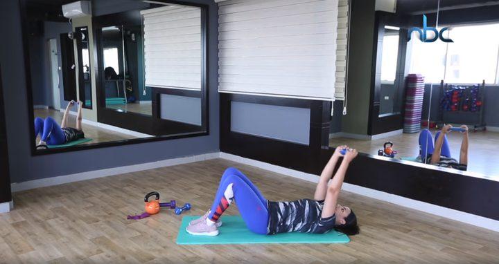 بالفيديو.. تمارين خاصة لشد عضلات المعدة