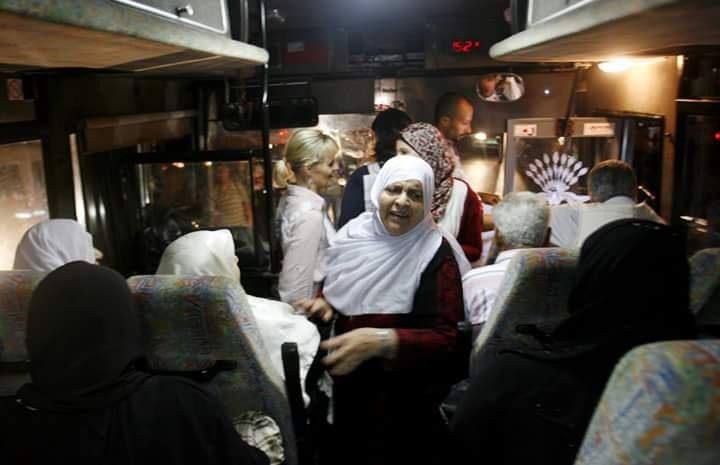 مغادرة دفعتين من أهالي أسرى غزة إلى 'نفحة'