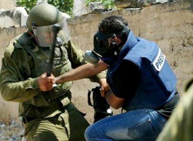 الاحتلال يمدد اعتقال الصحفي علاء الريماوي