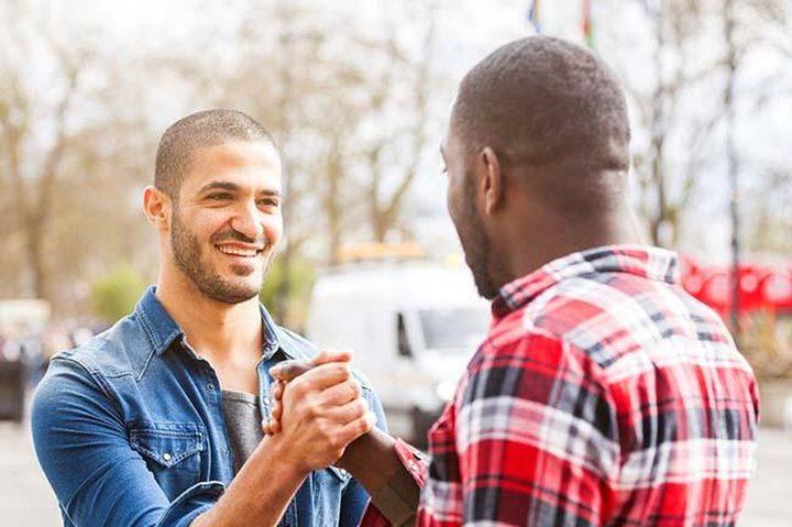 كيف تستفيد من أصدقائك في تحسين حياتك؟