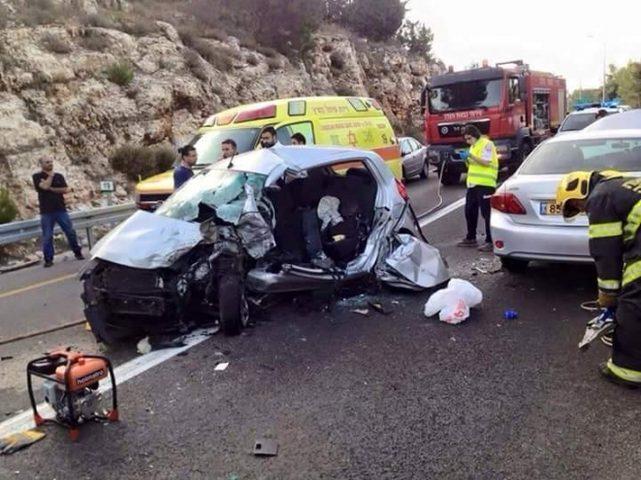 مصرع مواطنين واصابة 8 بحادثي سير منفصلين