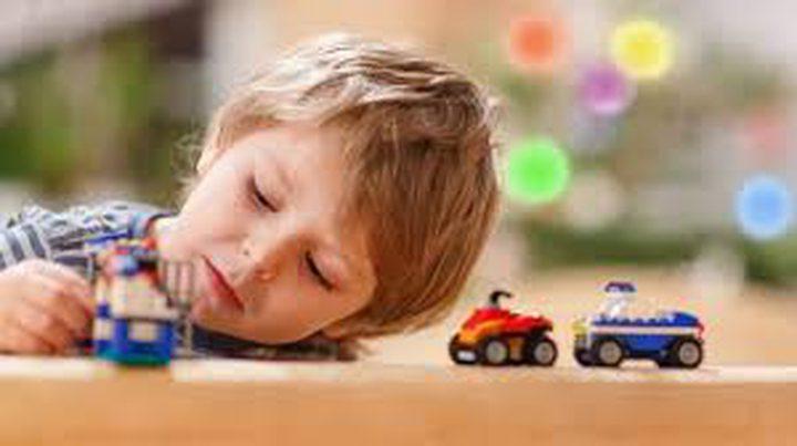 ما هي العوامل التي تؤدي إلى طفل مصاب بالتوحّد ؟