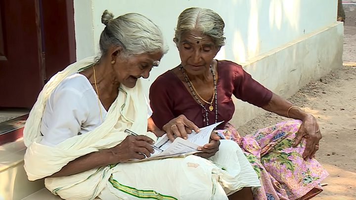 مسنة بعمر الـ96 تخضع لأول امتحان دراسي في حياتها!