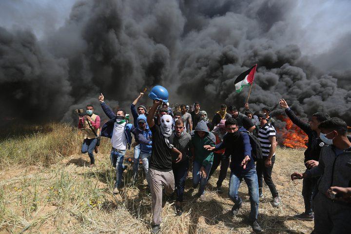 قناصة الاحتلال تتربص للكل الفلسطيني على حدود غزة