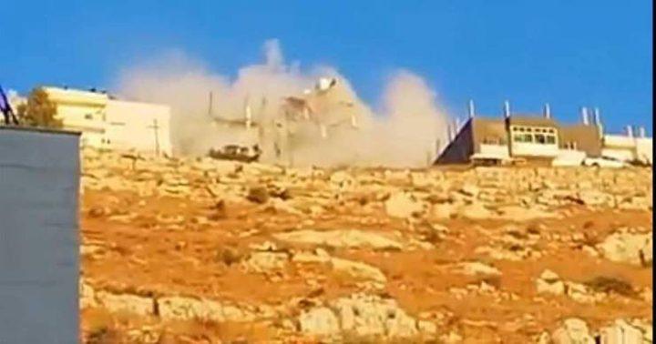 الأمن الأردني ينفذ مداهمات في السلط وانهيار منزل