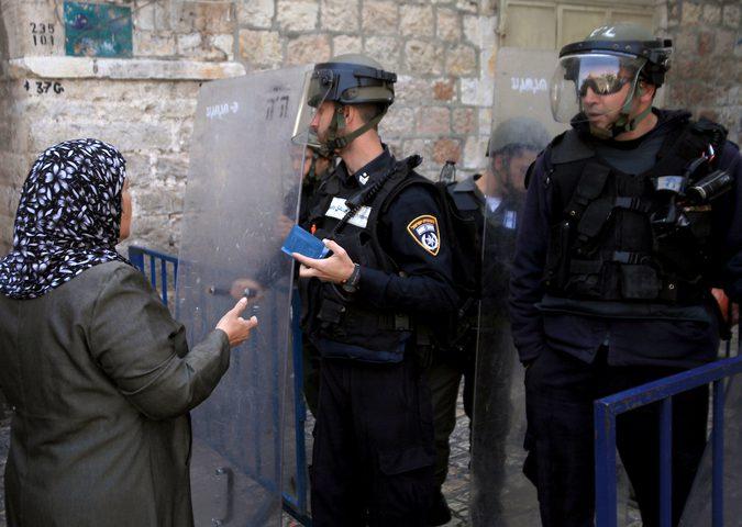 الاحتلال يعتقل فتاة أثناء خروجها من الأقصى