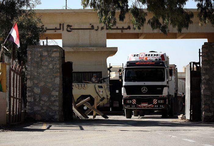 مصر تسمح بعبور 114 شاحنة لغزة