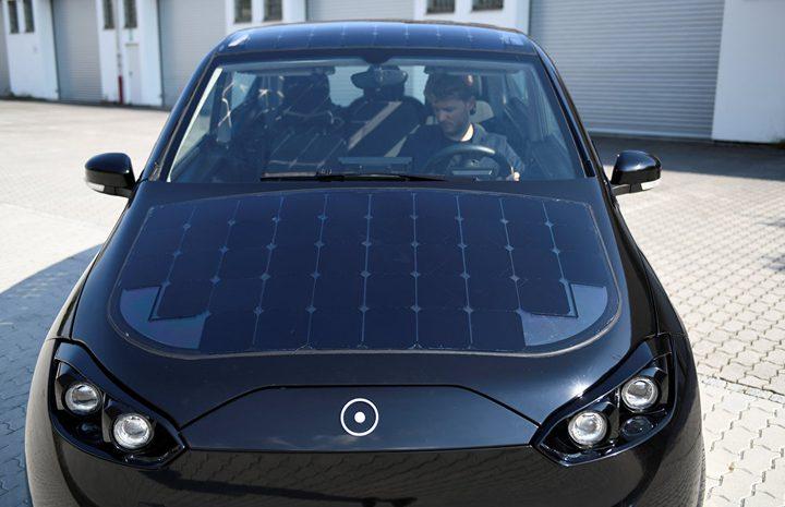 ألمانيا تختبر سيارة كهربائية تعمل بالطاقة الشمسية