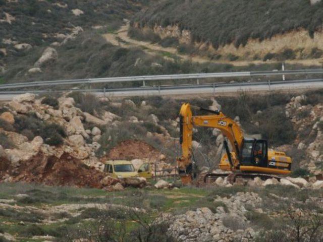 الاحتلال يجرف أراض جنوب نابلس