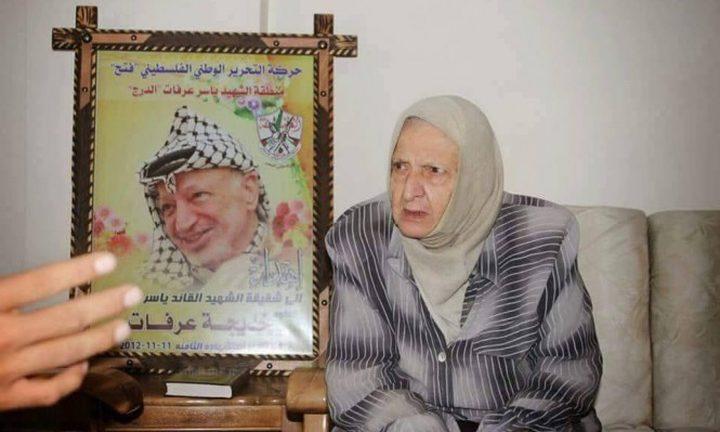 الرئيس يقيم بيت عزاء للمناضلة الراحلة خديجة عرفات